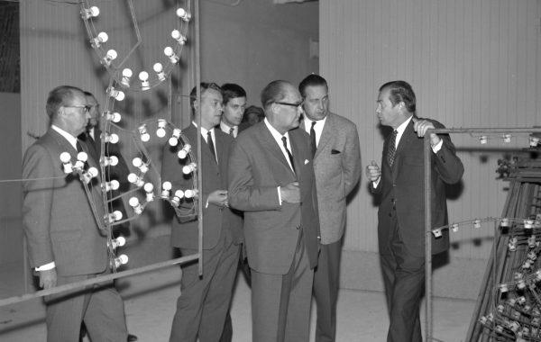 Kaupungin johto tutkii Valoviikkojen kuvioita 4.9.1966