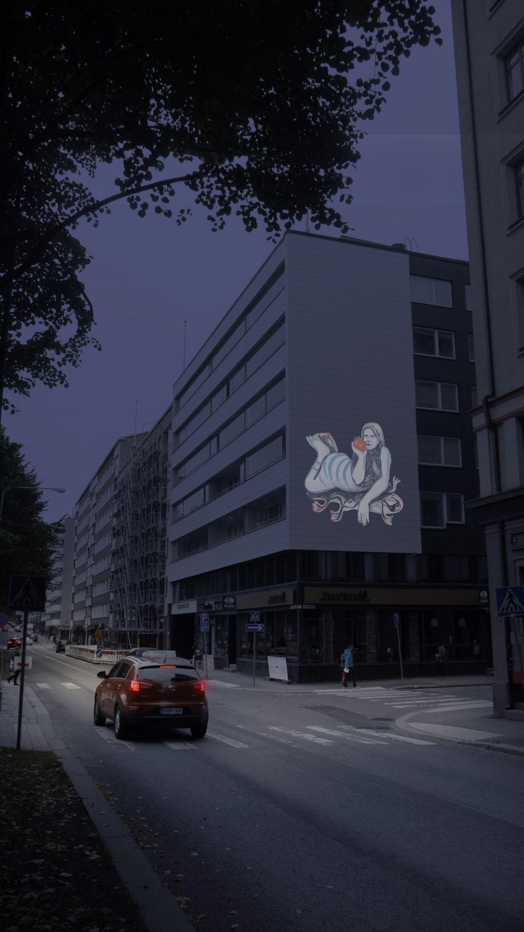 """Valogallerian teos """"Kitkerä kuori"""" heijastettuna kerrostalon seinään."""